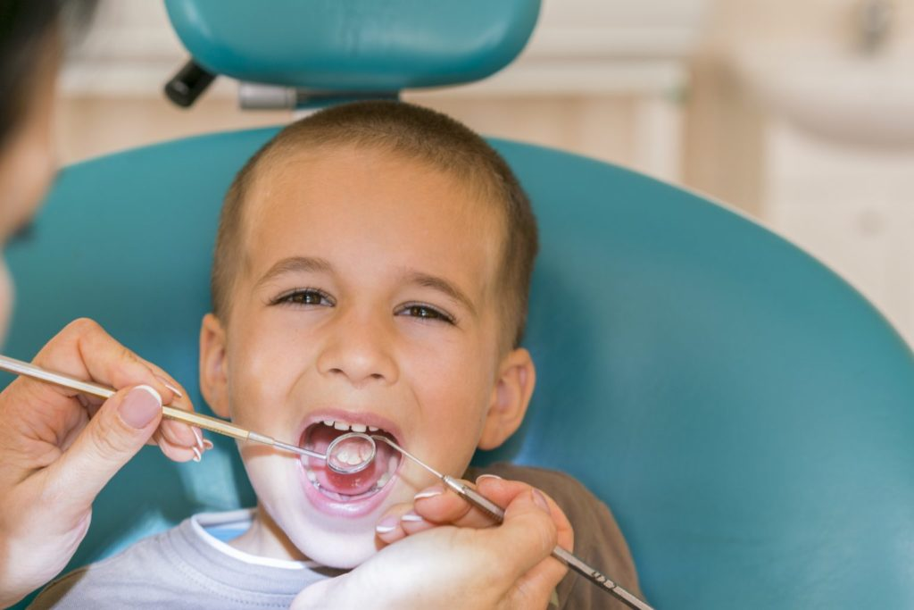 Child first examine - Lake Worth Pediatric Dentistry